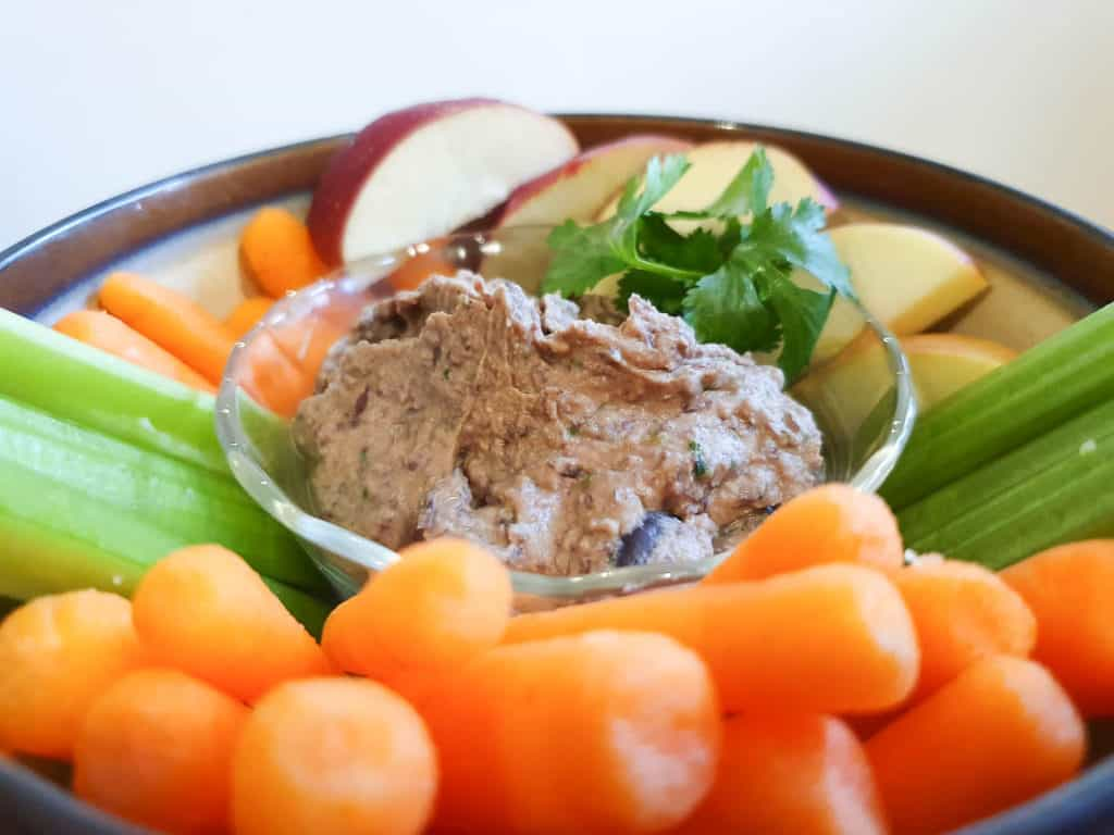 Hummus with vegetables and fruit