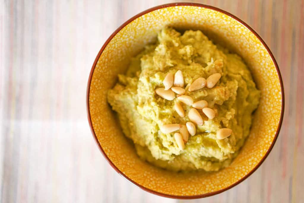 basil hummus dip