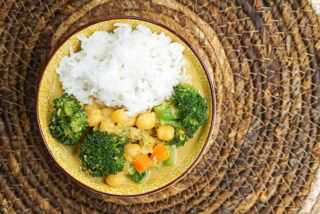Vegan curry with chickpeas