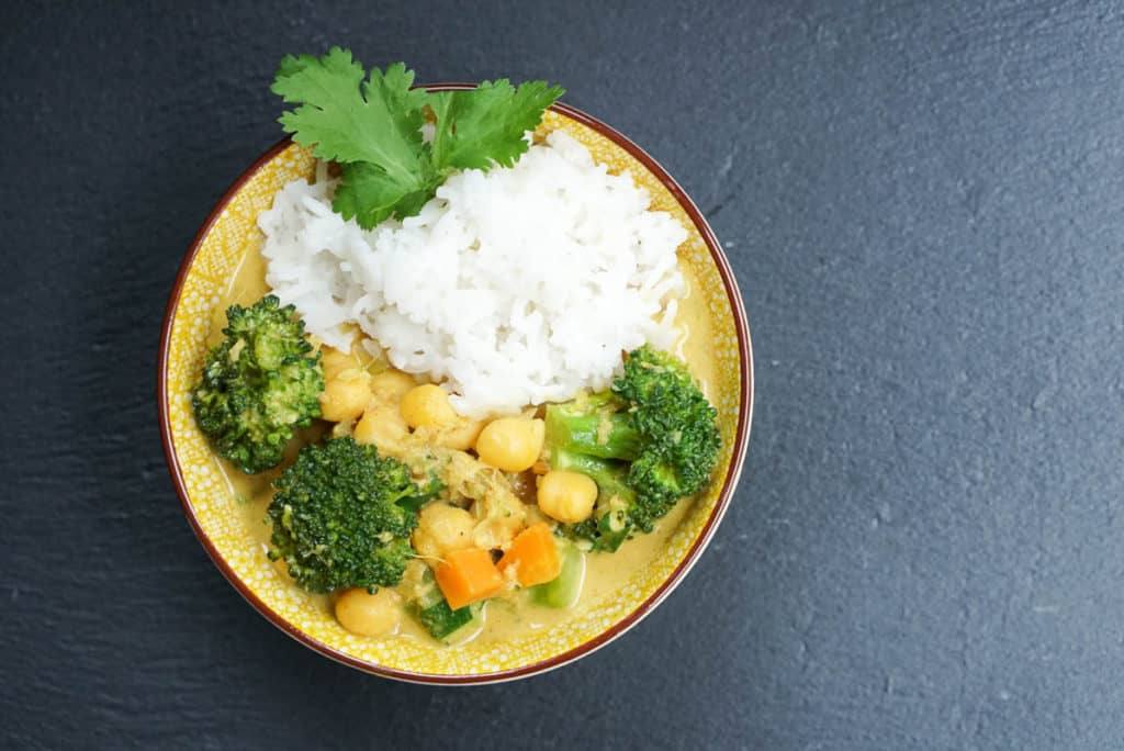 Creamy Broccoli And Chickpeas Curry With Coconut