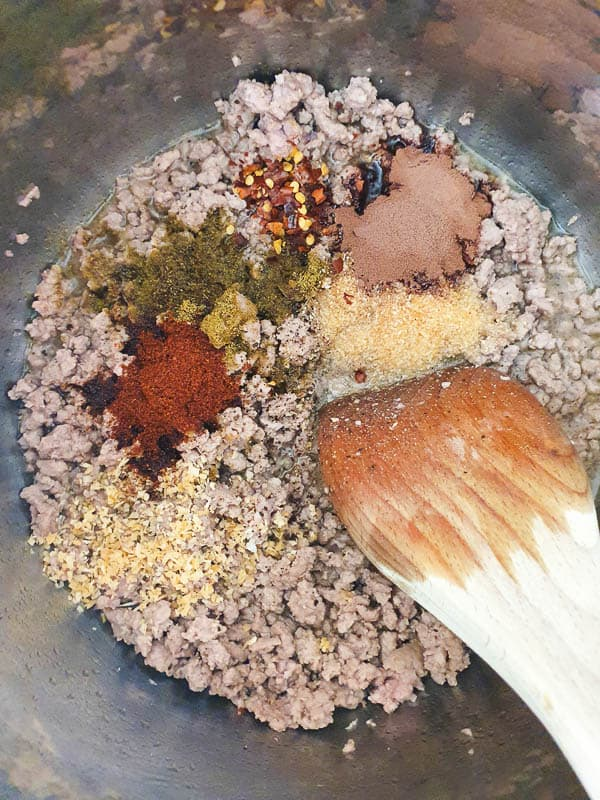 Seasoning ground beef in an instant pot