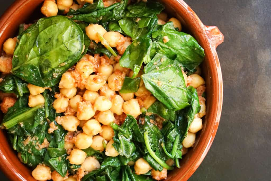 How to serve Spanish spinach and chickpeas tapas