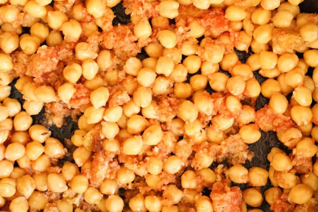garbanzo beans and tomato sauce