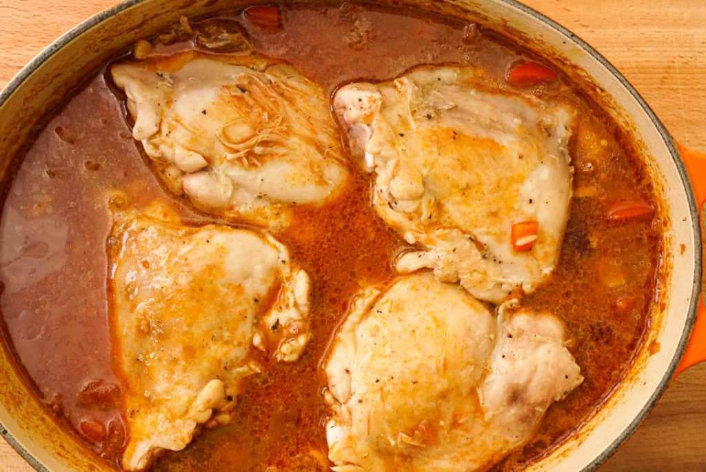 Cooking chicken with red kidney beans