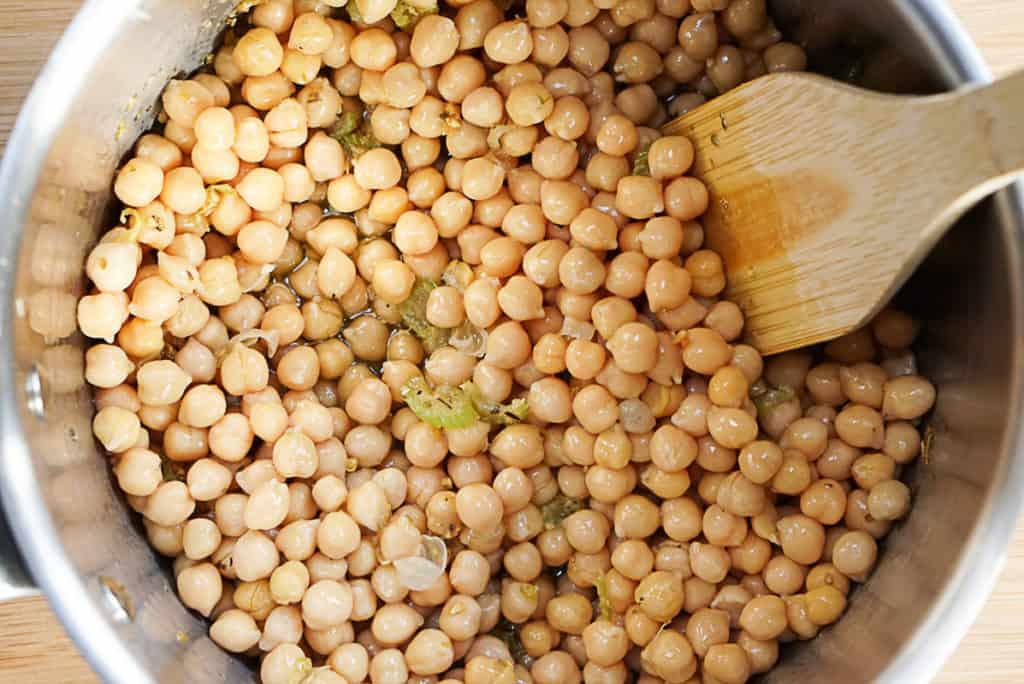 Making chickpeas soup greek